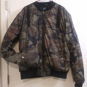 XL Men's Camouflage bomber jacket